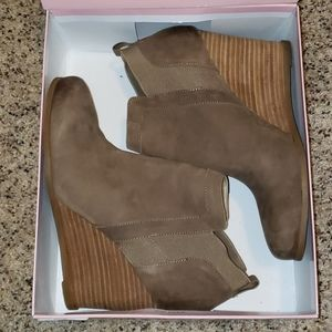 Crown Vintage stacked wedge heel Carly in taupe